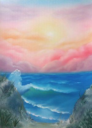 Värikäs pilvinen taivas, aurigonlasku, pieni aalto lyö rantaan